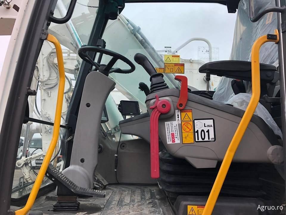 Excavator pe pneuri4807
