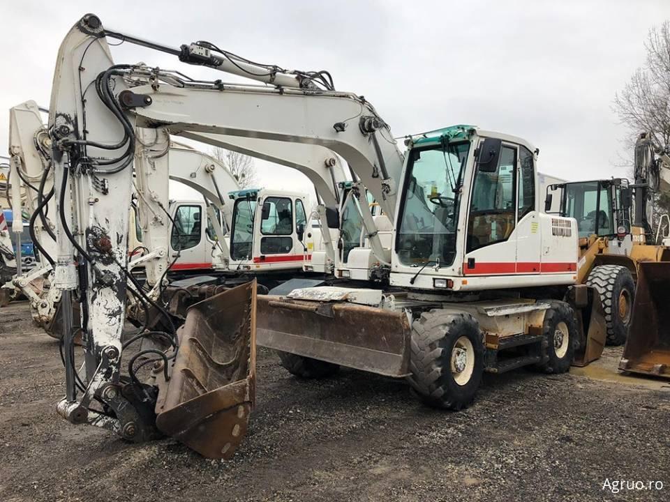 Excavator pe pneuri4805
