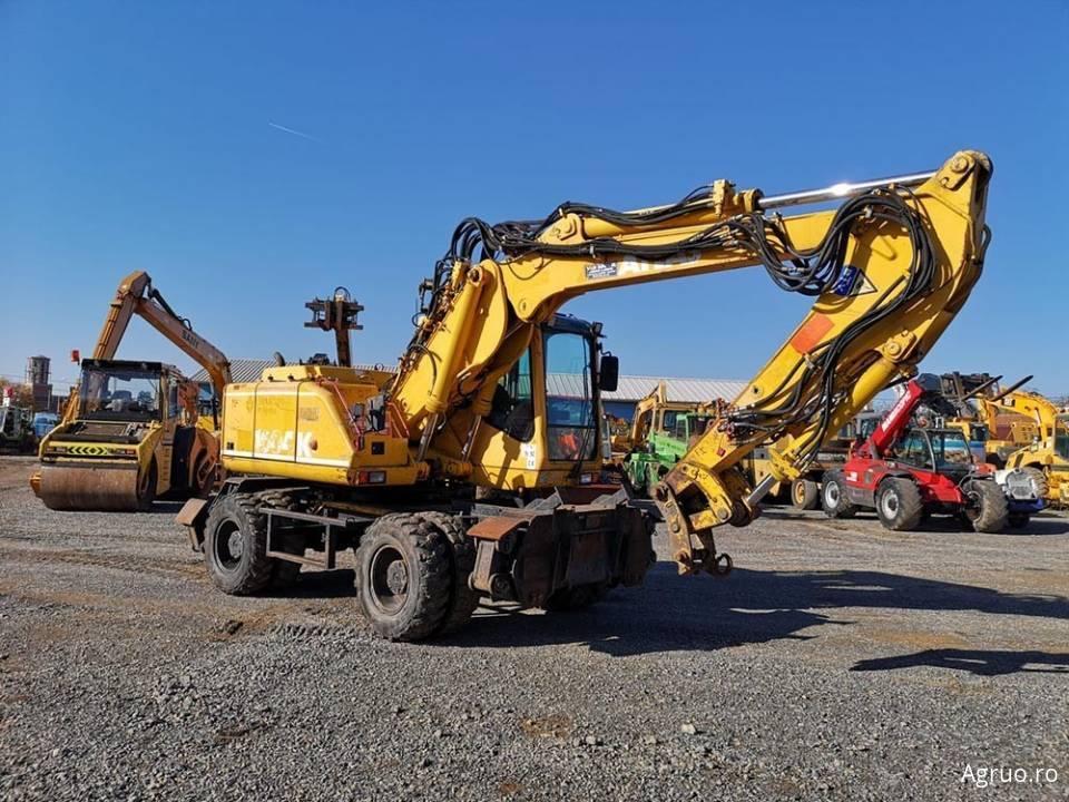 Excavator pe pneuri4855