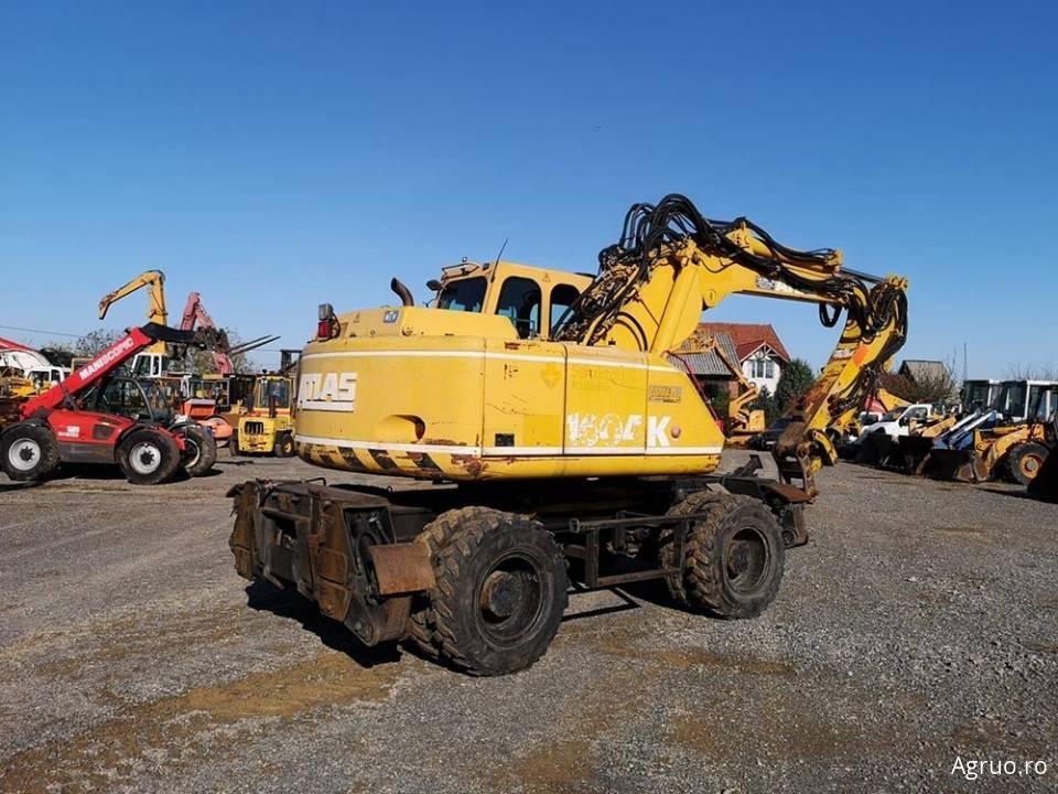 Excavator pe pneuri4854