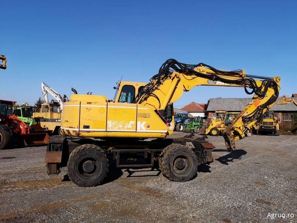 Excavator pe pneuri4856