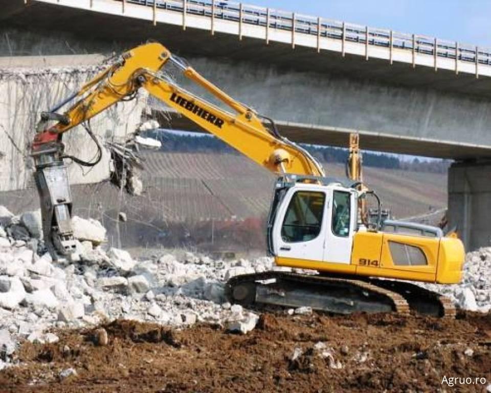 Demolare controlata cu excavatorul4944