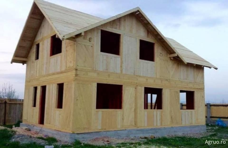 Casa din lemn la rosu5433