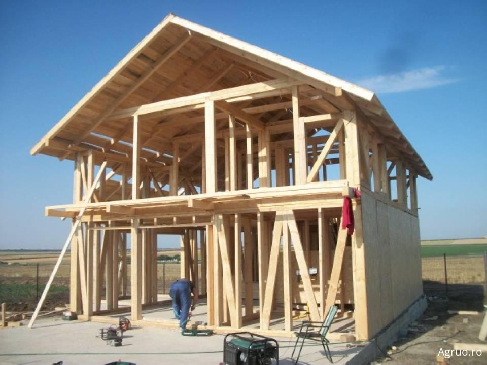 Casa din lemn la rosu5437