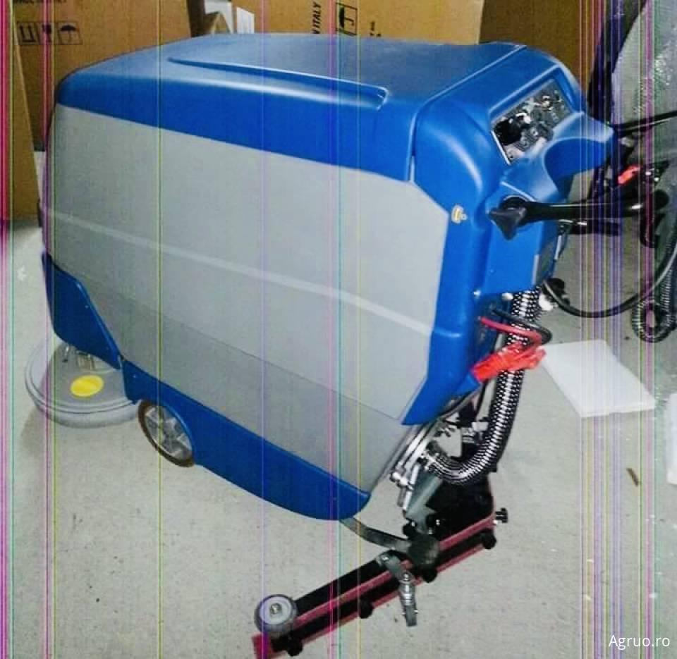 Masina profesionala pentru curatat pardoseli dure330