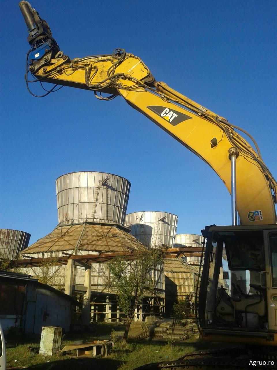 Demolare controlata cu excavatorul38037