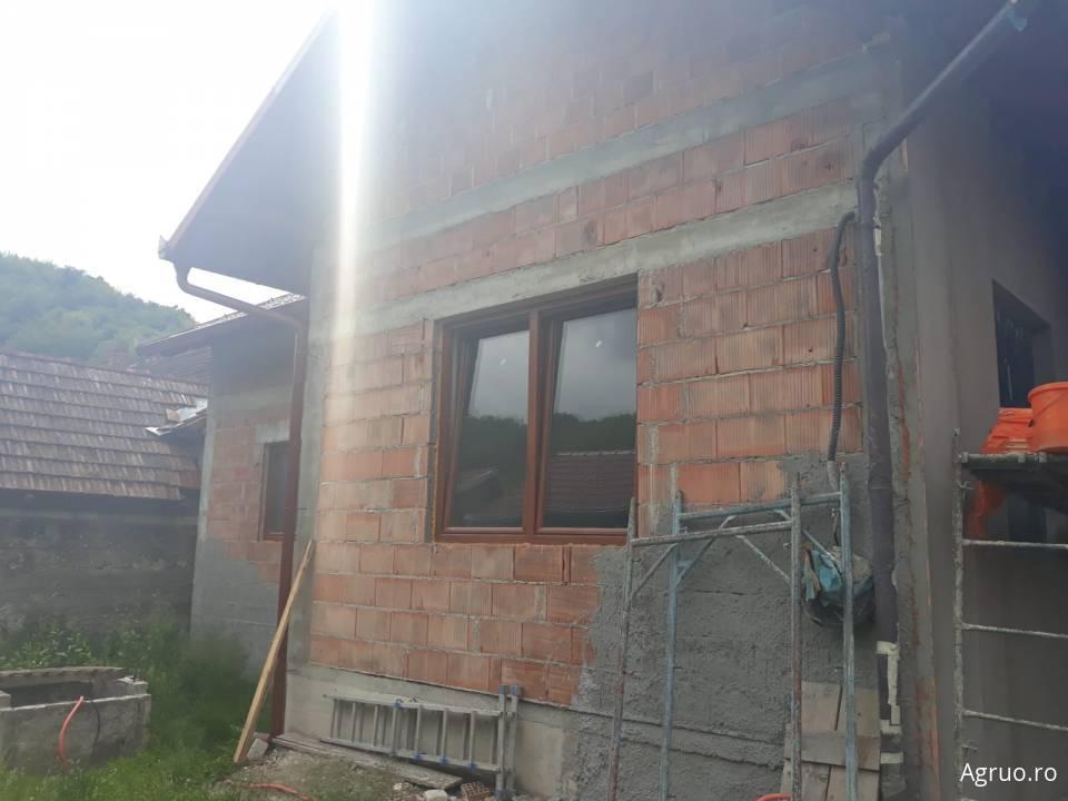 Casa la rosu48610