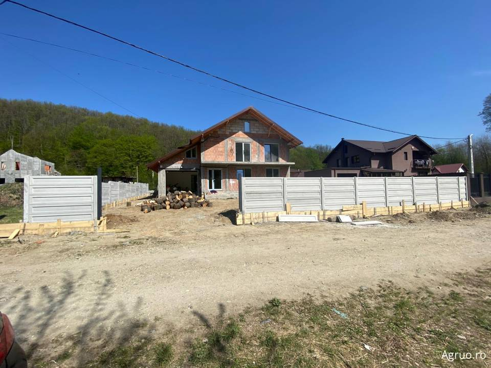 Casa la rosu50608