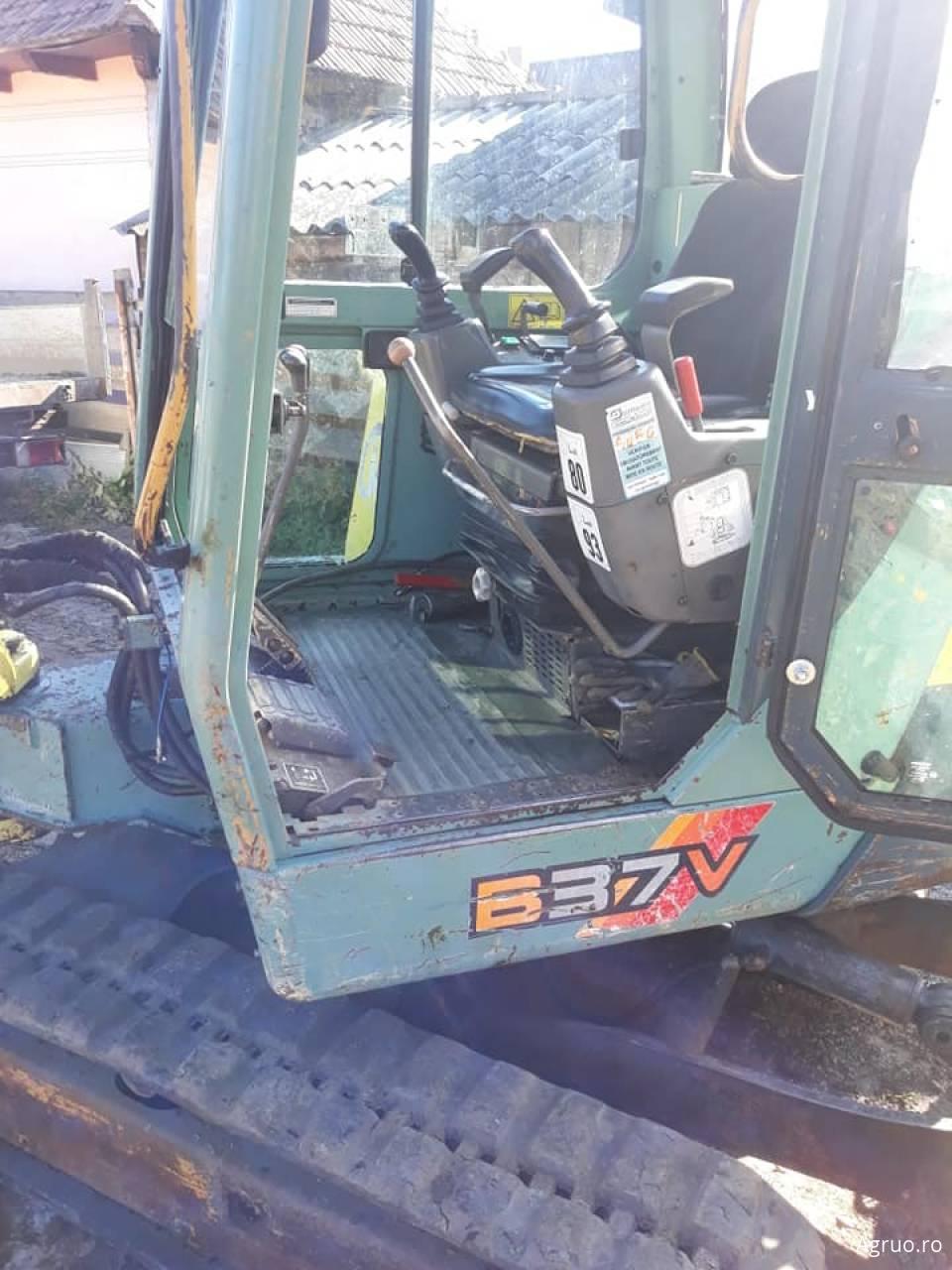 Mini-excavator1638