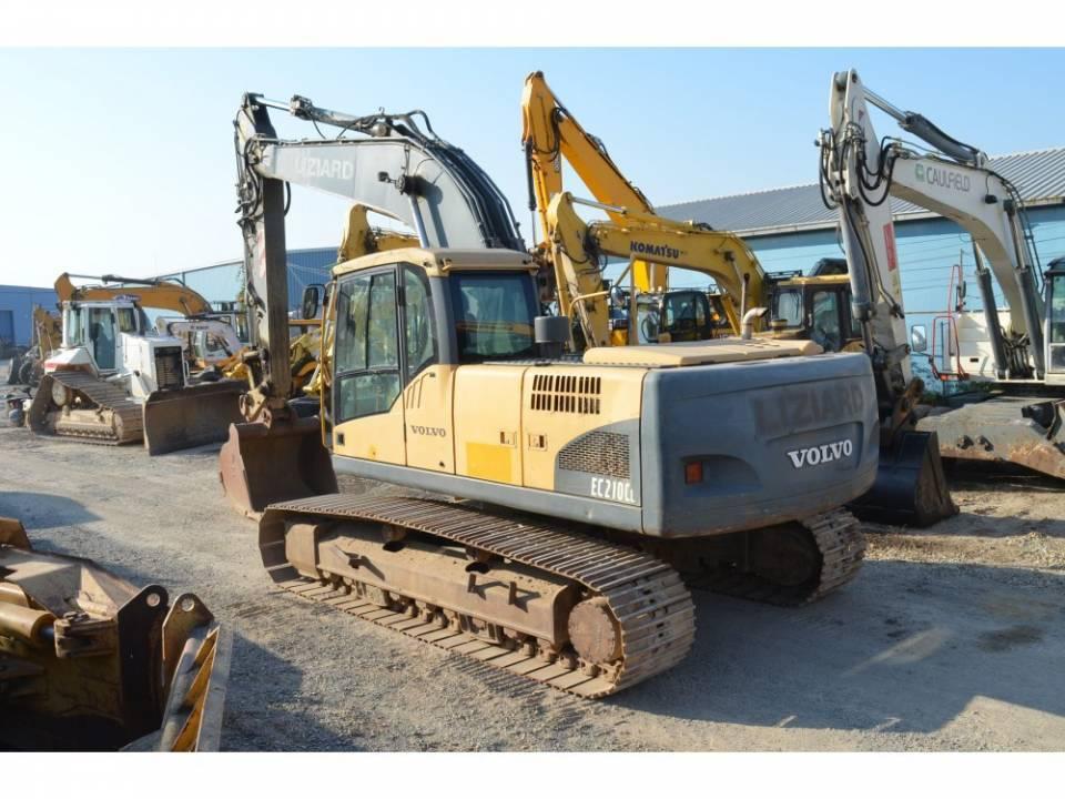 Excavator pe senile3835