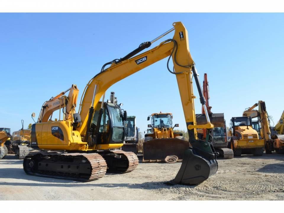 Excavator pe senile3845