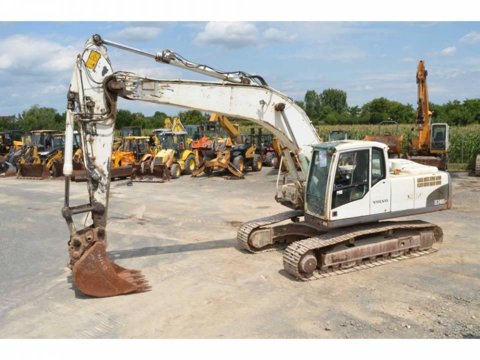 Excavator pe senile3903